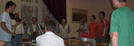 ... zkúška Boršičanú s Mladýma Burčákama v kulturáku 29.7.2008... foto: Alena Hrabalová